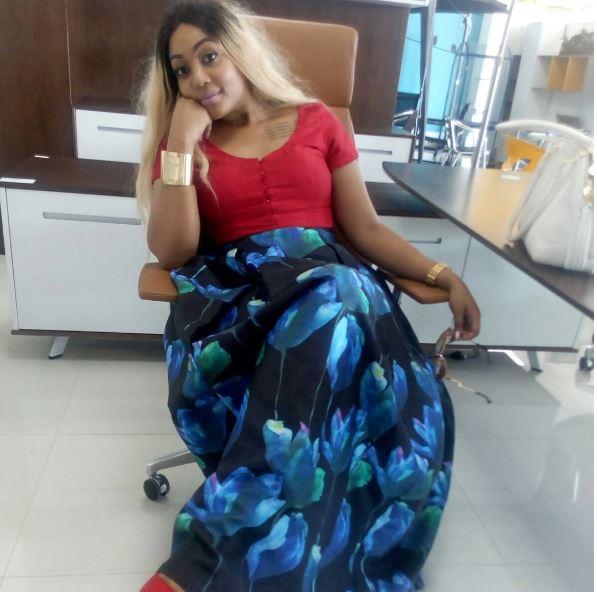 Irene Uwoya Katika Pozi