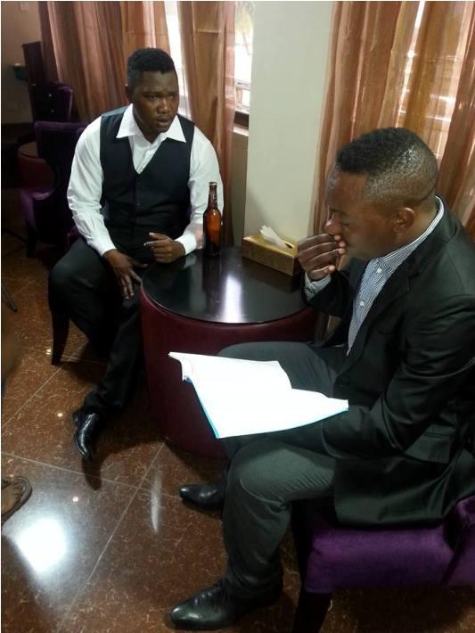 Jimmy Mafufu akiwa na Niva katika 'scene' ya filamu ya Ishakua soo